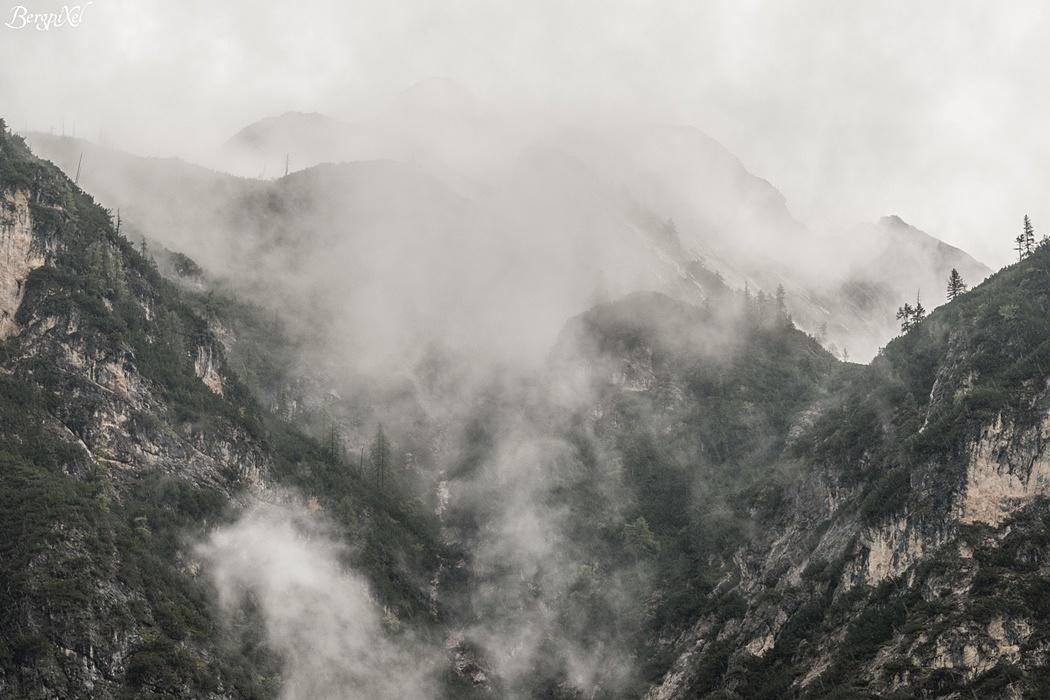 Nebel in den Pragser Dolomiten